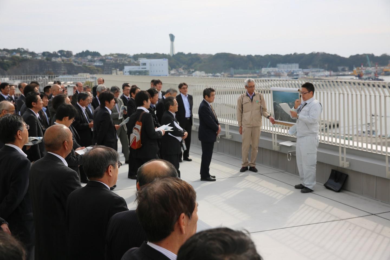 写真(現地視察(小名浜東港地区国際物流ターミナル建設現場))